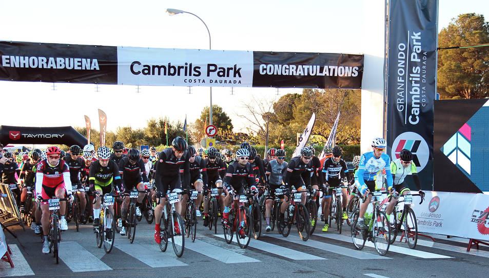 Ciclistes participants a la Gran Fondo Cambrils Park.