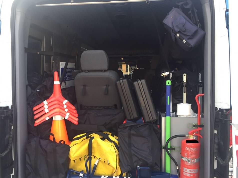 Imatge de l'interior d'un dels vehicles dels ARRO en què es veu que la càrrega no està separada.