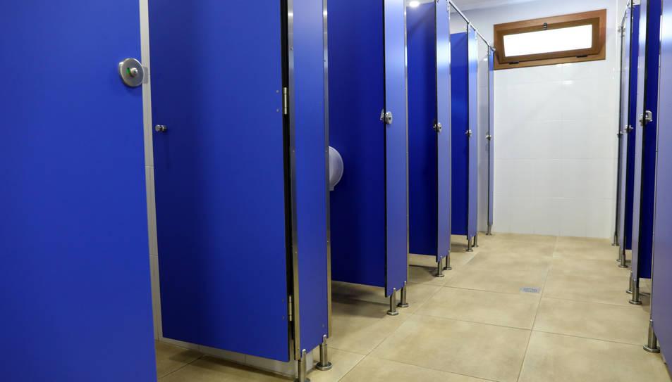 Aspecte dels lavabos per a dones al bar Los Pilares, de Bonavista.