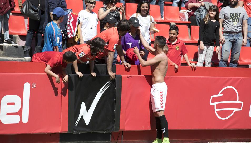 Més de 8.000 espectadors han presenciat el partit al Nou Estadi.