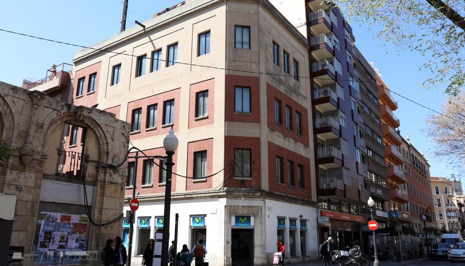 El conegut com edifici de Telefònica, on obrirà el hostel, està localitzar a la cantonada de la Rambla Nova amb Fortuny.