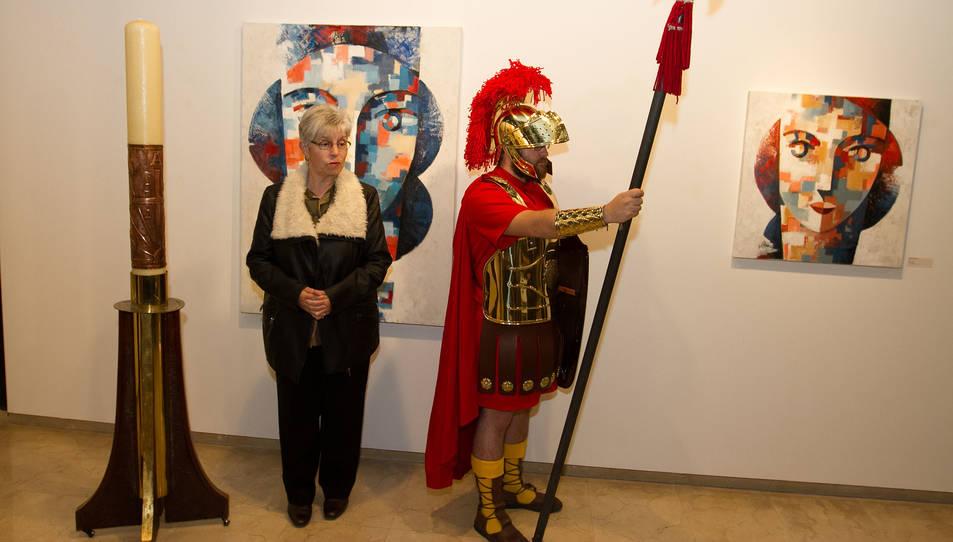 L'artista Maria Bonet Pocurull ha decorat enguany el ciri.