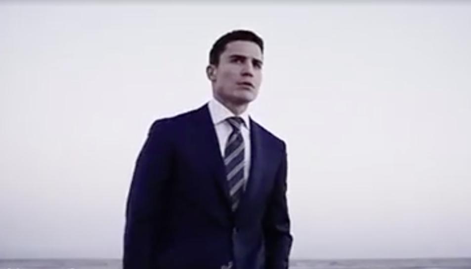 Álex González en l'anunci de la campanya primavera-estiu d'Emidio Tucci.