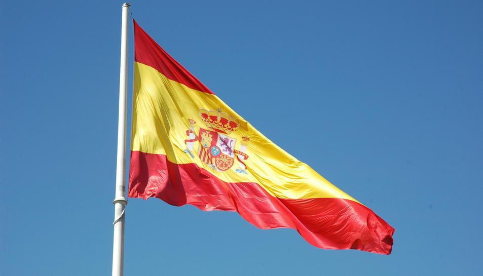 La bandera espanyola no ha superat la primera nit a l'Ajuntamnet de Sitges.