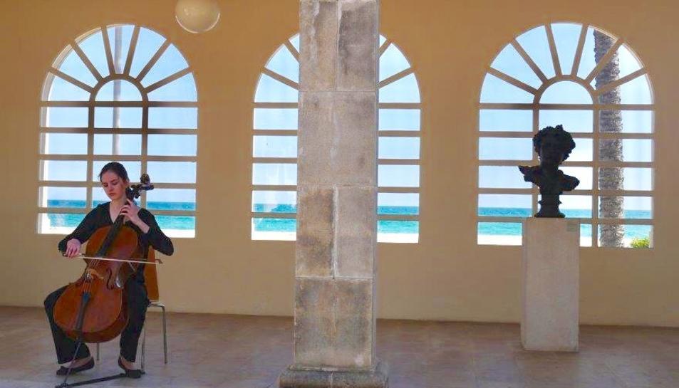 El so del violoncel acompanyarà la visita guiada i el tast de vins.