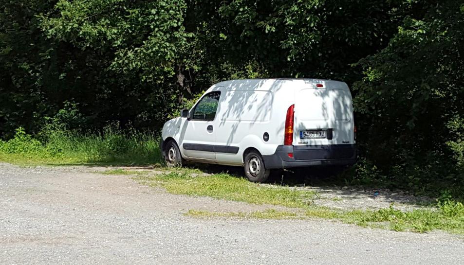 La furgoneta localitzada al costat del cingle era la del germà del veí d'Olot.