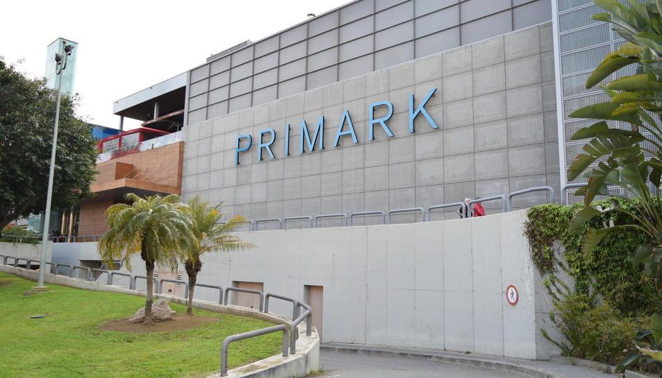 Les lletres gegants de Primark ja estan al Parc Central.