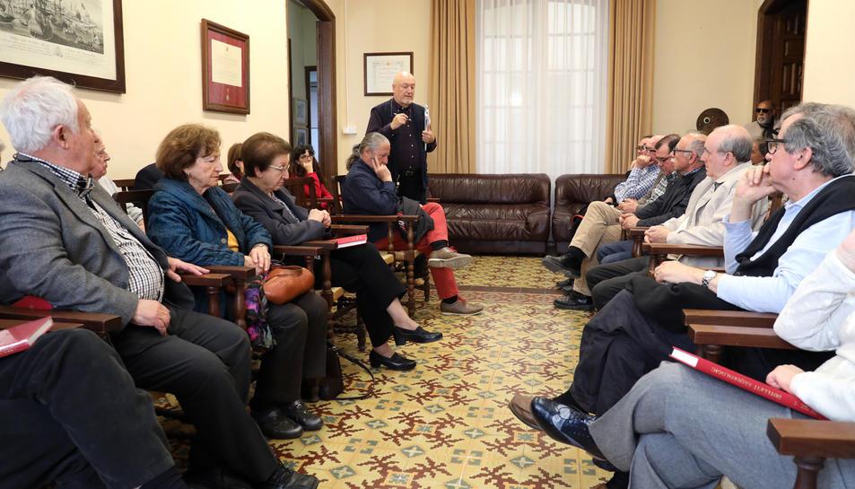 Prop de quaranta persones es van donar cita al col·loqui-debat de la Societat Arqueològica.