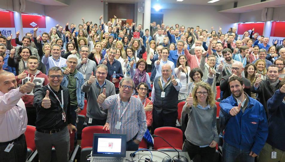 Fotografia de família dels treballadors de Dow Ibérica a Tarragona.