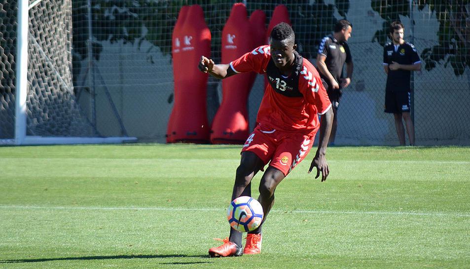 Mohammed Djetei és un dels centrals amb més potencial de tots els que hi ha a la Segona Divisió.
