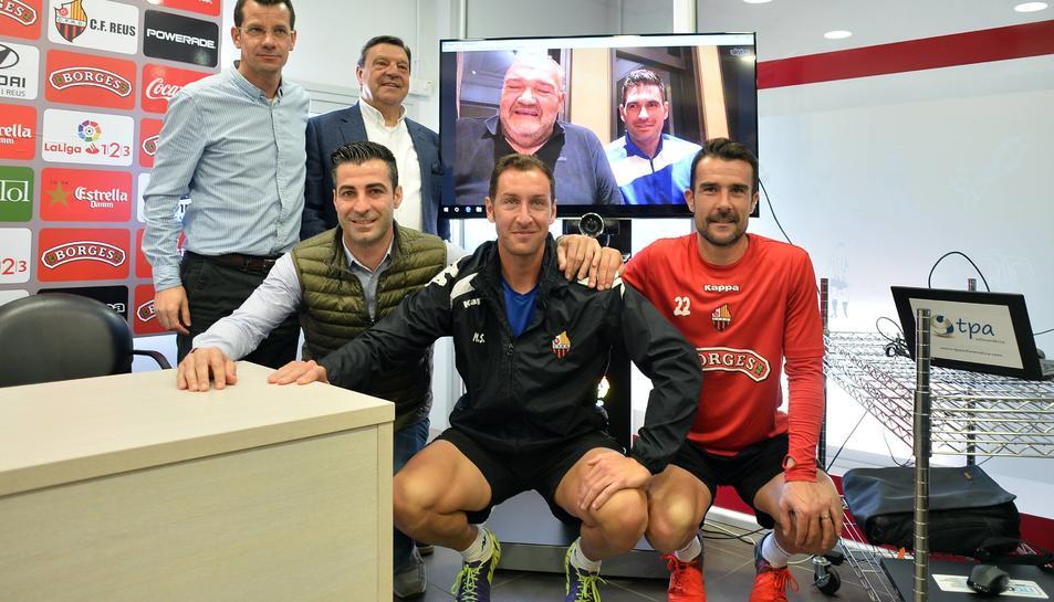El conseller delegat Joan Oliver i l'entrenador Jaume Delgado van assistir a la posada de llarg per a través d'Skype i des de la Xina.