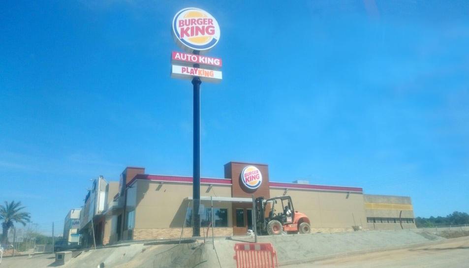 El segon local del Burger King del Vendrell està ultimant els darrers detalls.