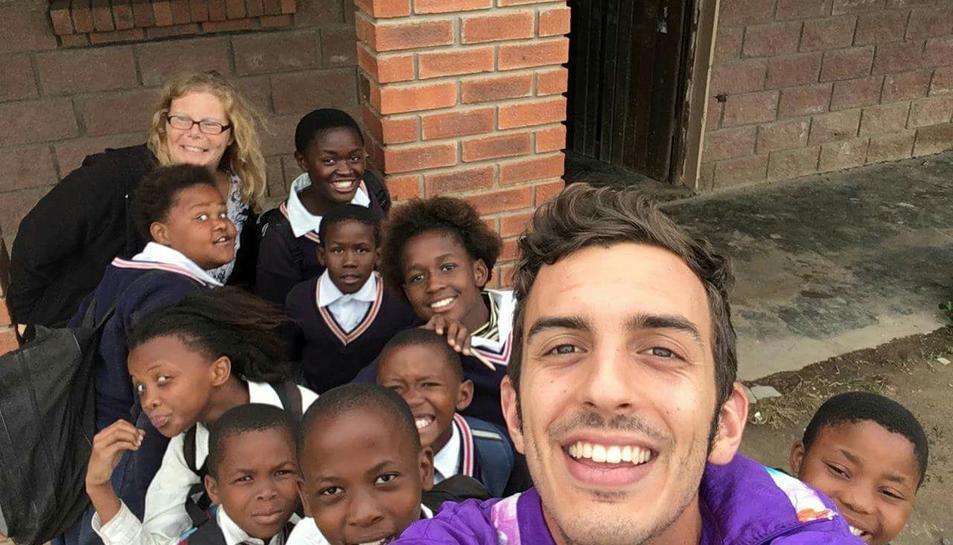 El Gerard ha ensenyat a llegir en anglès als alumnes d'una escola de primària de Ngcizele.