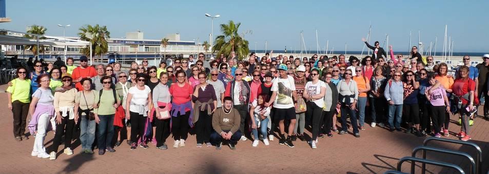 Fotografia de família dels participants a la caminada.
