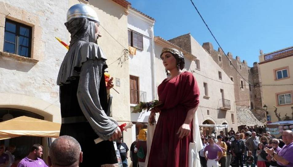Diumenge hi haurà una ercavila amb els Gegants de la Vila de Creixell Gilmundo i Minerva.