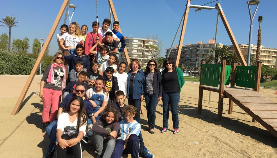 Imatge dels alumnes de l'Escola Cal·lípolis al Parc.