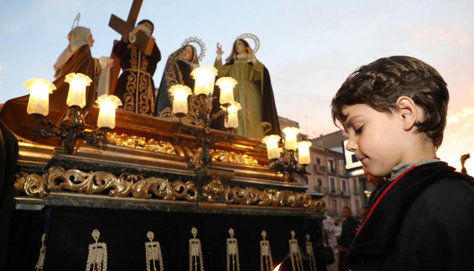 Procesión de los Natzarens y Viacrucis en la iglesia de Sant Francesc
