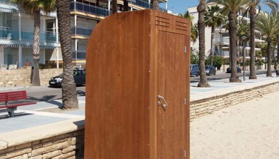 Els tradicionals lavabos de plàstic passen a ser de fusta.