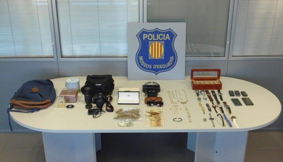 Imatge dels objectes que els agents van intervenir als lladres.