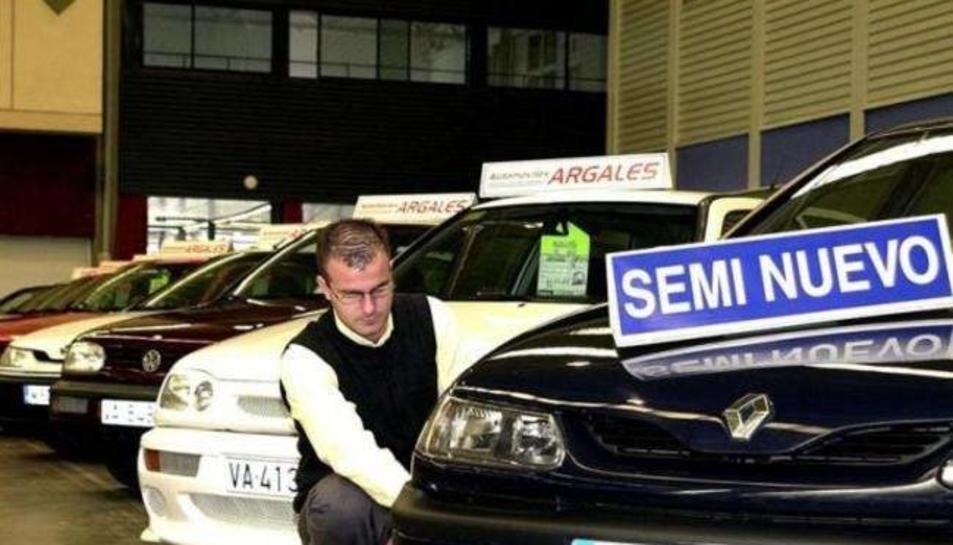 Imatge d'arxiu de cotxes de segona mà en venda.