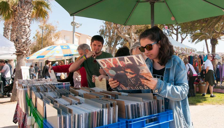 Una parada de discs al festival.