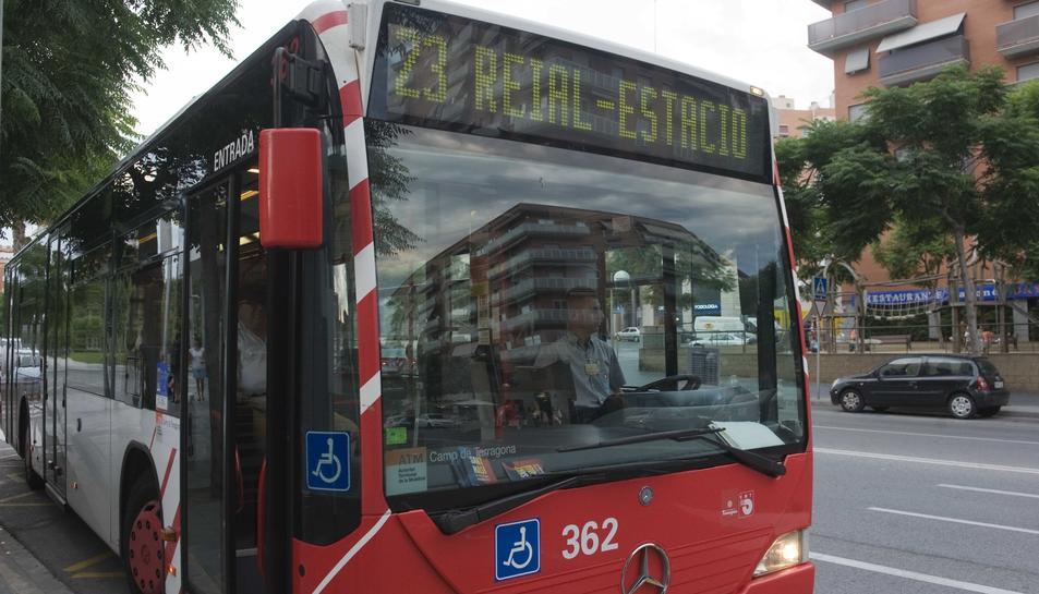 Imatge d'un dels autobusos de l'Empresa Municipal de Transports de Tarragona.