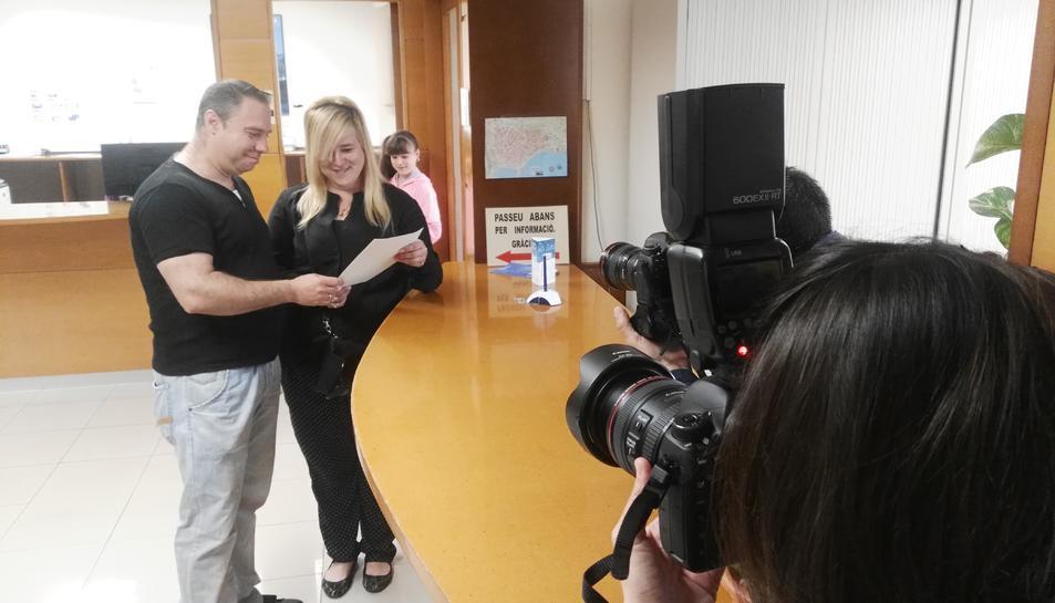L'Antonio i la Raquel en el moment de formalitzar l'inscripció al Registre.