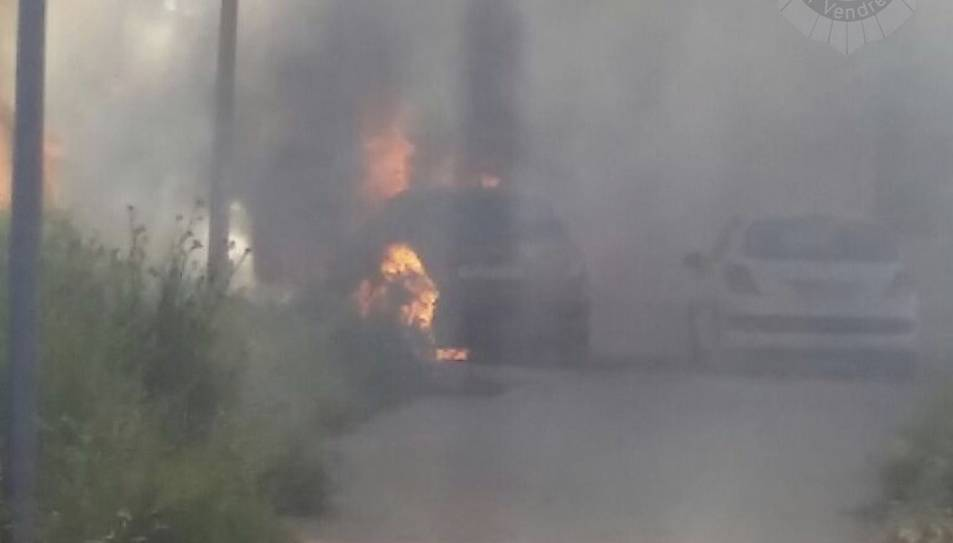 L'incendi de matolls ha afectat un vehicle.