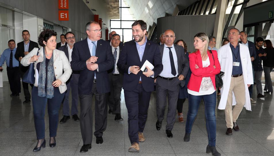 El conseller de Salut, Antoni Comín, Carles Pellicer, la presidenta de l'Hospital Universitari Sant Joan, Noemí Llauradó i el delegat del Govern a Tarragona, Òscar Peris durant la seva visita