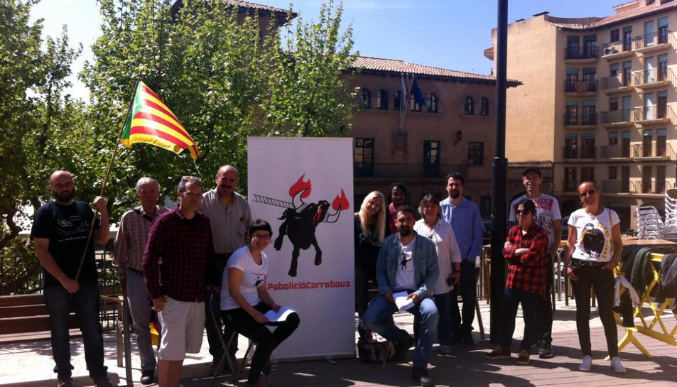 Imatge dels activistes que han impulsat la Iniciativa Legislativa Popular contra els correbous.