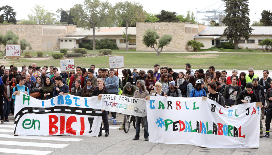 La protesta va aplegar centenars de participants.