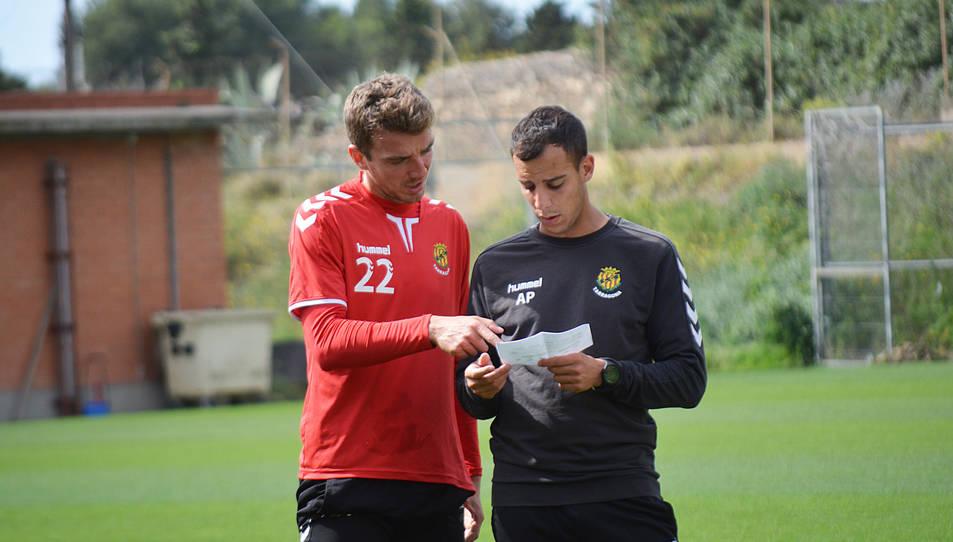 Manu Barreiro, durant un entrenament d'aquesta setmana, acompanyat del preparador físic Alejandro Prieto.