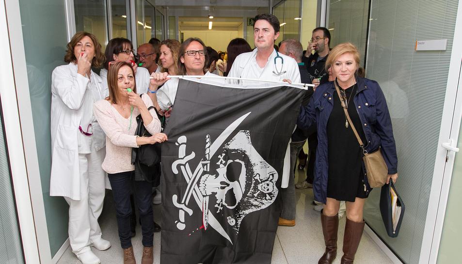 Treballadors del Sant Joan, durant una de les darreres protestes, amb la presidenta Alicia Martín.