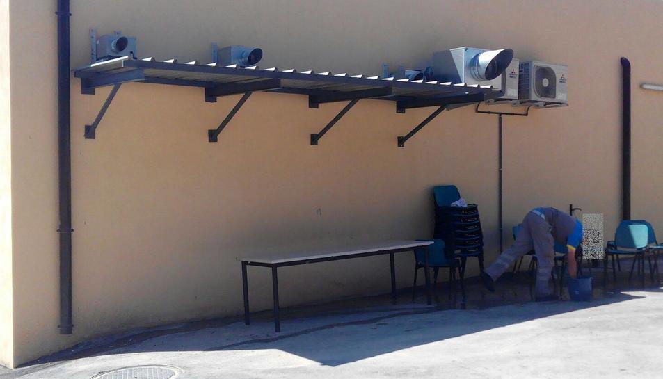 Espai exterior habilitat com a zona de descans pels treballadors.