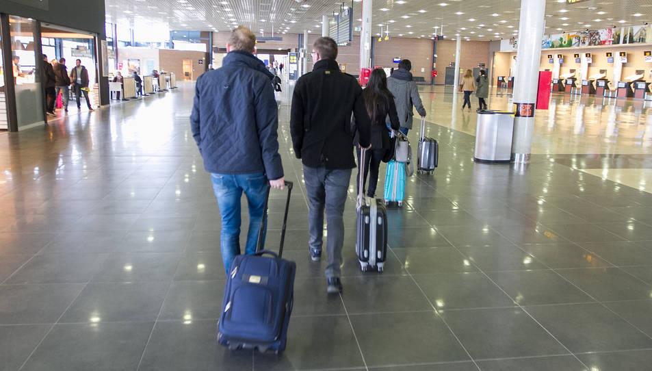 Una imatge d'arxiu de passatgers a les instal·lacions.