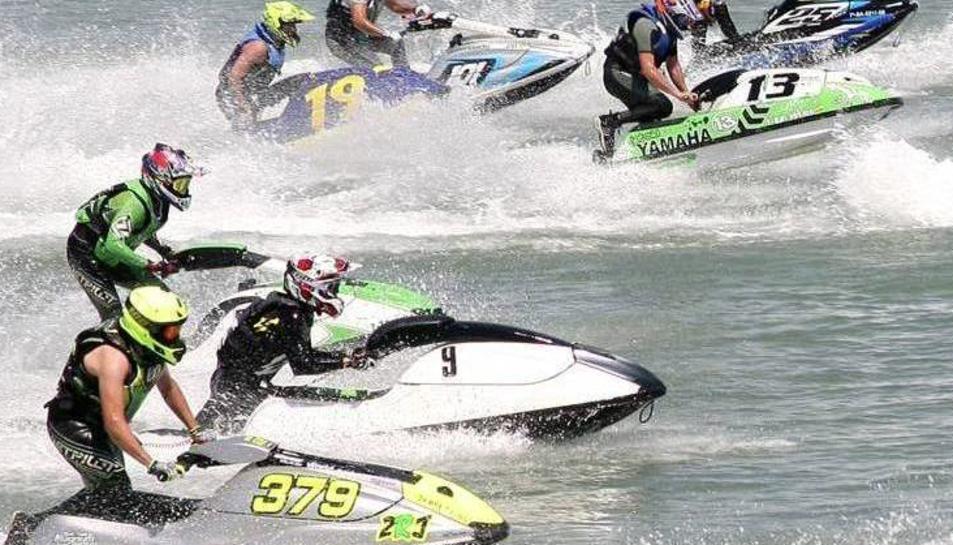 Les motos d'aigua invairan la platja de Cambrils el proper 13 de maig.