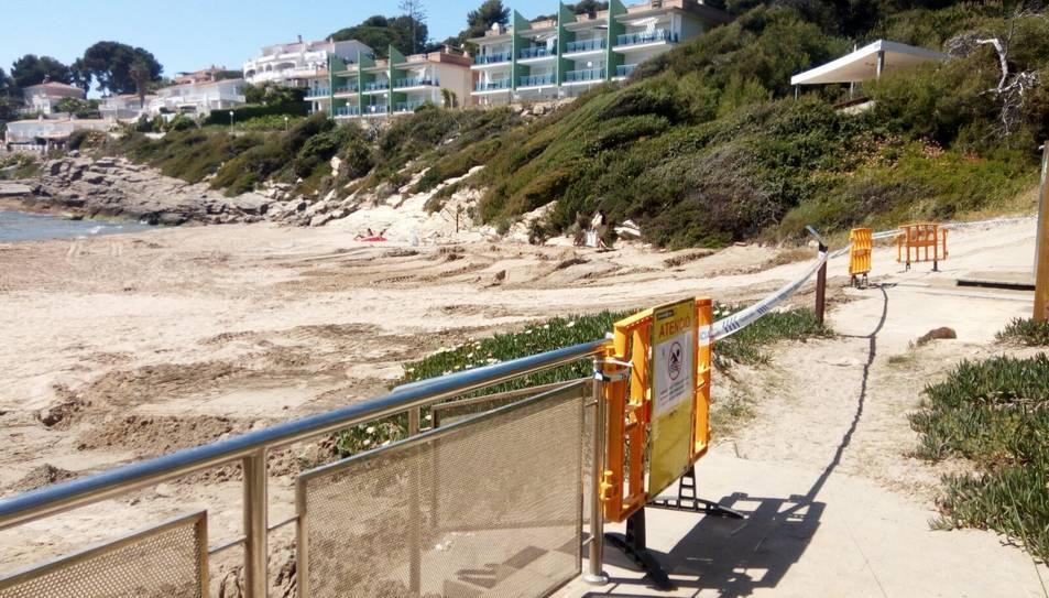 Una excavadora estava duent a terme treballs de regeneració de l'arena quan ha causat un desperfecte a la tuberia.