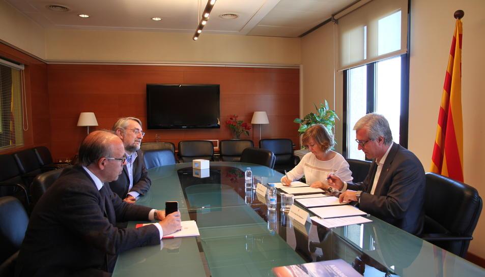 Imatge de la signatura del conveni entre la Generalitat i la Fundació dels Jocs.