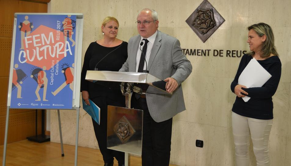 Imatge de la presentació de la jornada Recercat amb la regidora Caelles, Lluís Puig i Montserrat de Anciola