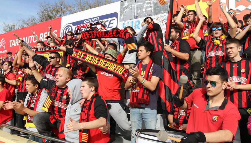L'afició del CF Reus animarà el seu equip en el derbi.
