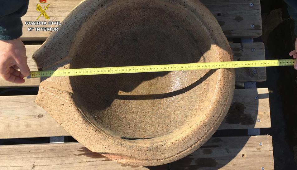 S'han localitzat dos morters, un coll d'àmfora i diversos fragments de ceràmica amb més d'1.800 anys d'antiguitat.