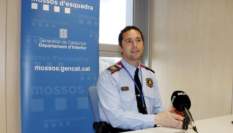 Pla mig del cap de la Unitat Regional de Proximitat i Atenció al Ciutadà (URPAC) al Camp de Tarragona, el sotsinspector Raül Aguilar, durant l'entrevista amb l'ACN. Imatge publicada el 26 d'abril del 2017