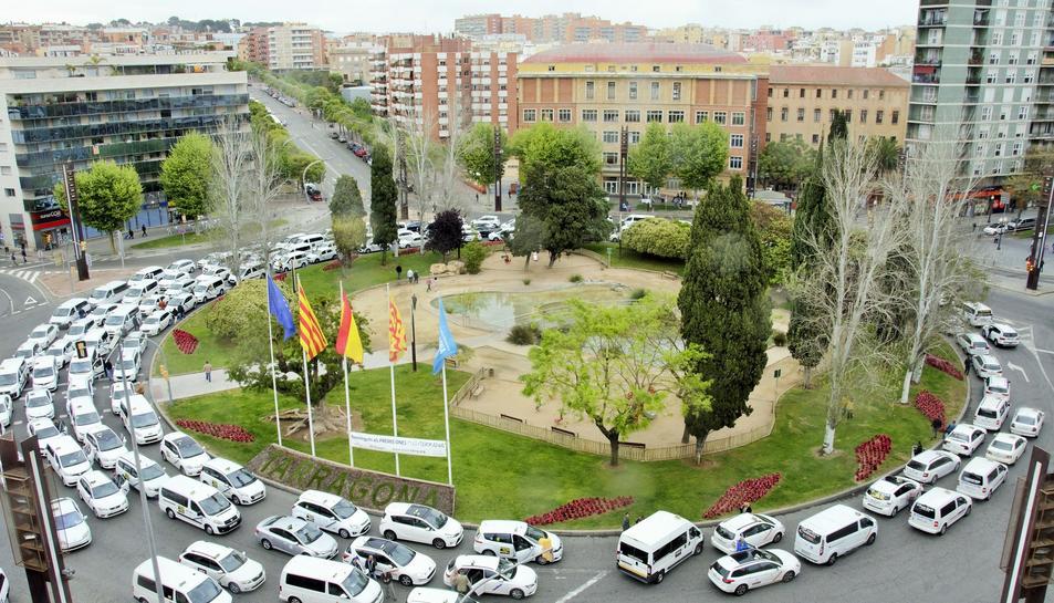 Imatge de la protesta de taxistes del Camp de Tarragona realitzada aquest dimecres al matí