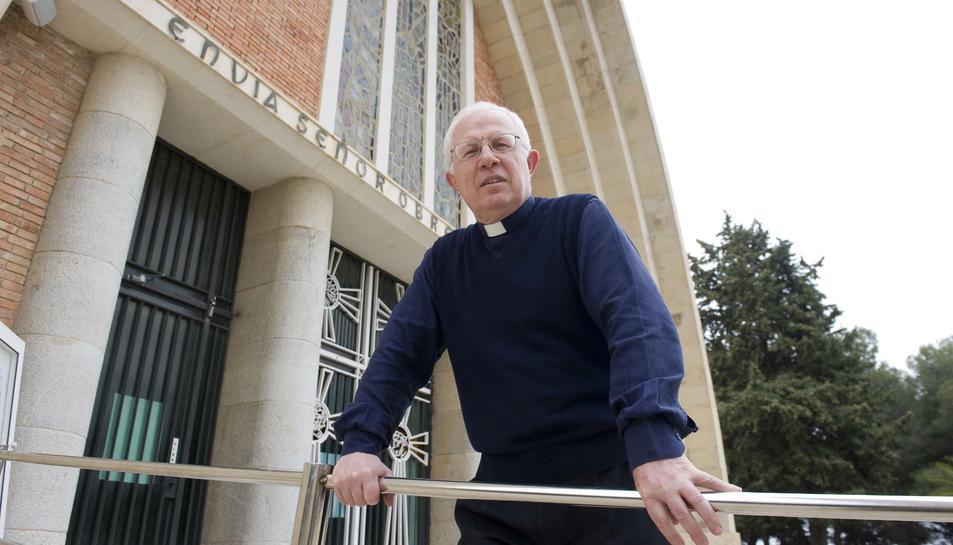 El pare Mario Buonano, al Santuari de Loreto, des d'on es gestiona el Telèfon de l'Amistat.