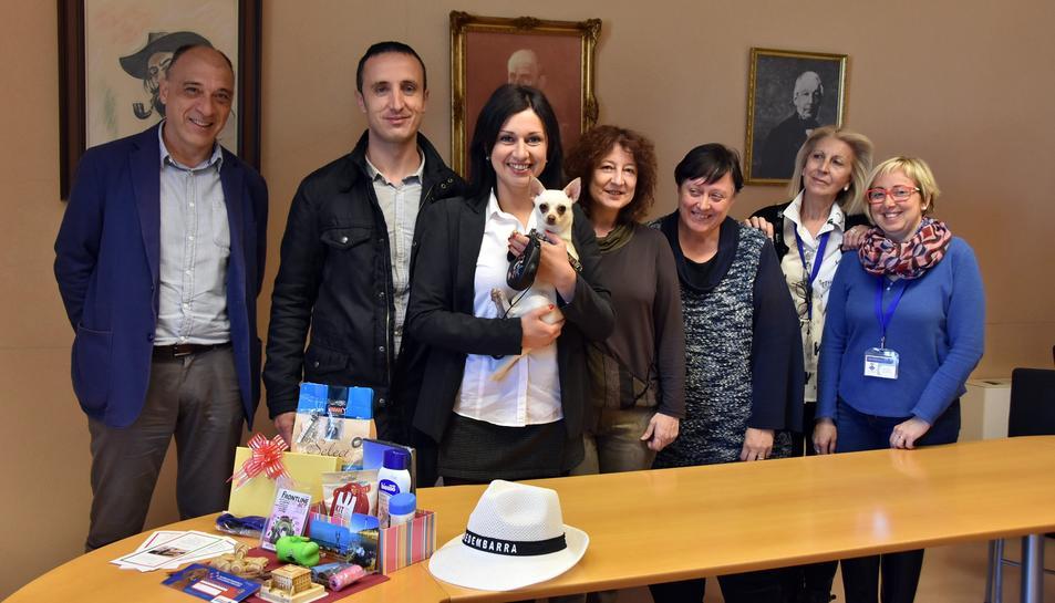 Des del consistori els han lliurat un lot d'obsequis aportats per l'Ajuntament i pels centres veterinaris Gat i Gos, Torredembarra, Ivet, Nuñez Martí i de la perruqueria canina i felina Style Can.