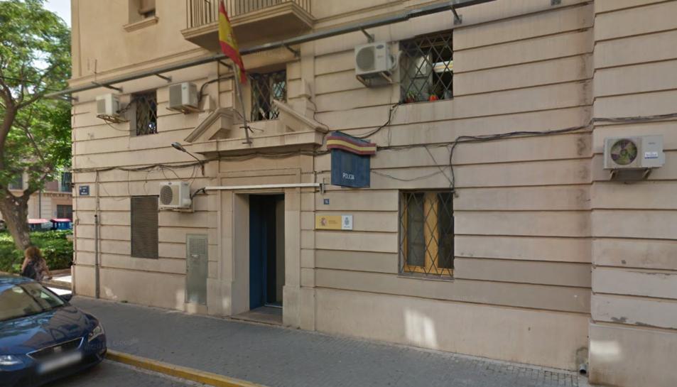 Va ser arrestat com a presumpte autor d'un delicte per danys valorats en més de 1.000 euros.