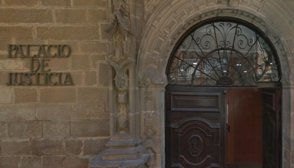 A ladenúnciatambé es relata que Antonio Cristian P. O. va obligar a la menor a fer-li una fel·lació.