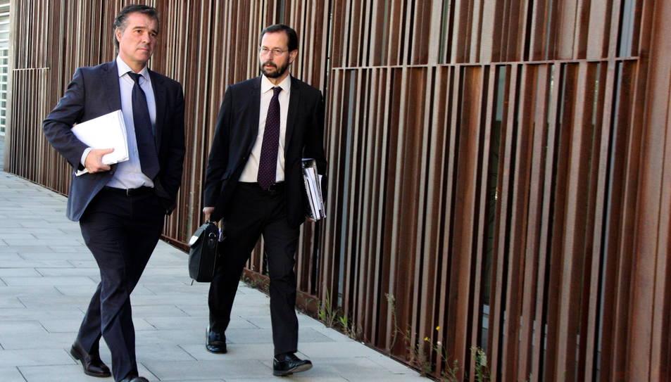 Els fiscals anticorrupció Fernando Bermejo i José Grinda sortint dels jutjats del Vendrell en una imatge d'arxiu.