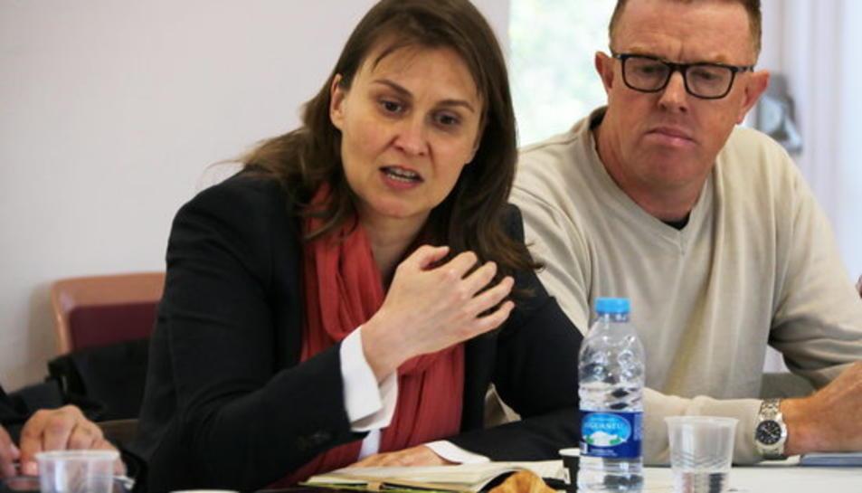 Pla mig de la consellera d'Agricultura, Meritxell Serret, durant la reunió del sector de l'avellana a Reus. Imatge del 28 d'abril de 2017.