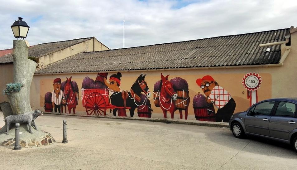 El mural ha estat pintat per la il·lustradora de Falset Marina Capdevila.